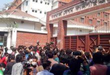Photo of ফের তালা ভেঙে হলে জাবি ছাত্রীরা