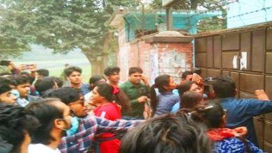 Photo of হল ত্যাগের নির্দেশ প্রত্যাখ্যান জাবি শিক্ষার্থীদের