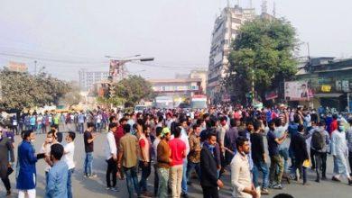 Photo of নীলক্ষেত মোড়ে সাত কলেজ শিক্ষার্থীদের অবরোধ