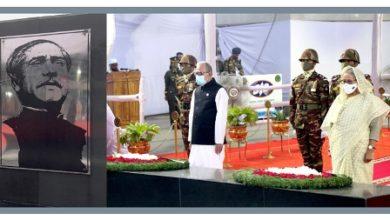 Photo of বঙ্গবন্ধুর প্রতিকৃতিতে রাষ্ট্রপতি-প্রধানমন্ত্রীর শ্রদ্ধা