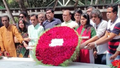 Photo of বঙ্গবন্ধুর সমাধিতে ঢাকা সাংবাদিক ইউনিয়ন নেতৃবৃন্দের শ্রদ্ধা