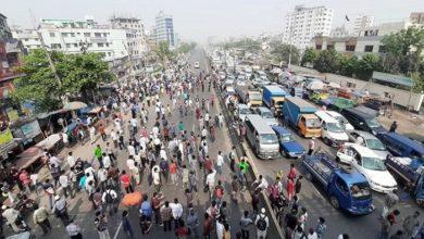 Photo of গণপরিবহন না পেয়ে ঢাকা-চট্টগ্রাম মহাসড়ক অবরোধ