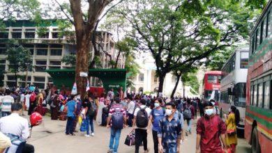 Photo of বিশ্ববিদ্যালয়ের বাসে বাড়ি যাচ্ছেন জবি শিক্ষার্থীরা