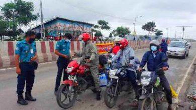 Photo of 'জরুরি সেবা'র নামে আজও ঢাকায় ঢুকছে মানুষ